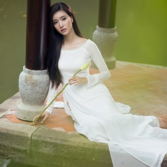 Phạm Mỹ Linh khoe vẻ thanh tú với áo dài
